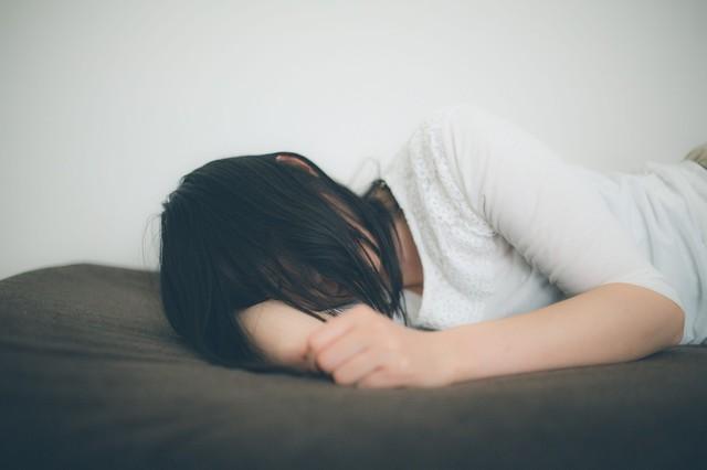 寝る 女.jpg
