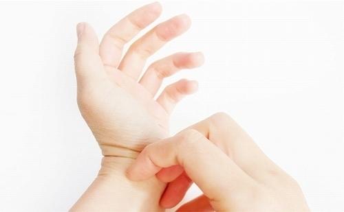 【朗報】アトピー性皮膚炎の治療薬に大きな進展が!!あの「かゆみ」がついに・・・