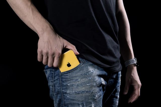 ジーパン ジーンズ iphone 携帯.jpg