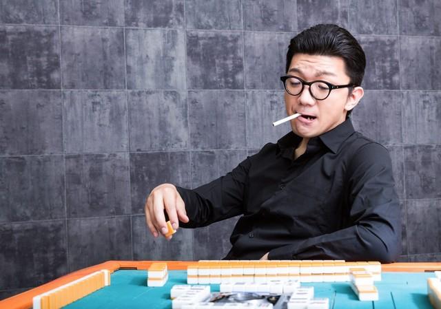 タバコ 麻雀 男.jpg