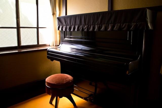 ピアノ 暗い ホラー 怖い.jpg