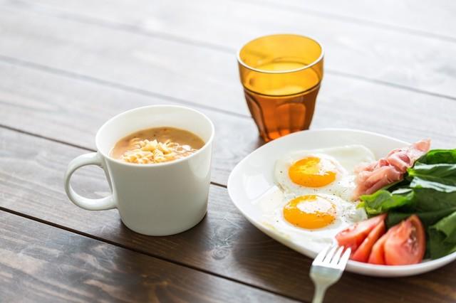 朝食 食事 ごはん 卵 目玉焼き.jpg