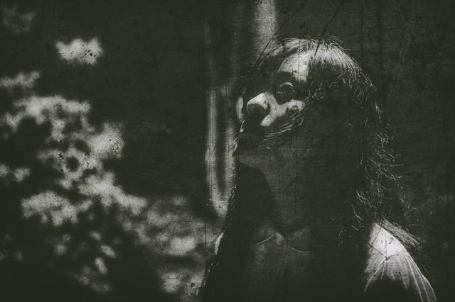 絶望 闇 暗い 女.jpg