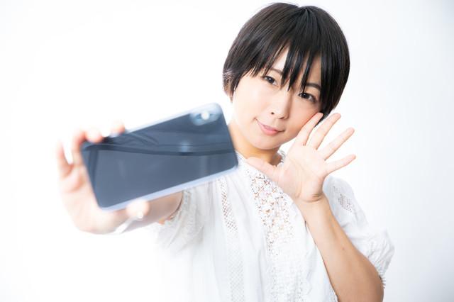 自撮り 女 スマホ 2.jpg